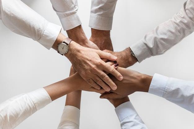 Verfolgen Sie Gespräche und treten Sie direkt mit Influencern in Kontakt